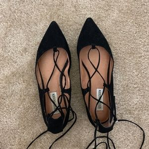 Steve Madden Black Pointed Lace Up Flats